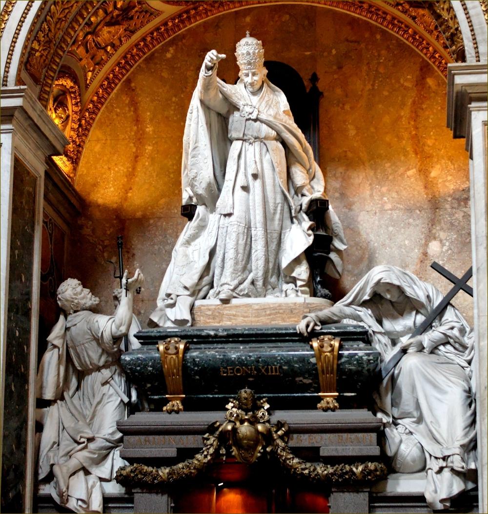 Tombeau du pape Léon XIII, par Giulio Tadolini, dans l'archibasilique Saint-Jean-de-Latran à Rome